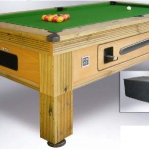 Rustic Outdoor Pool Tisch